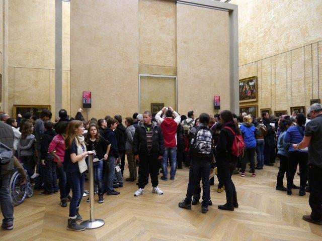 Mona Lisa's Crowd